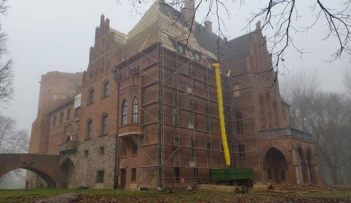 quadriga-pl-budowa-teren-pazdziernik-zamek-rusztowania-poznan.jpg
