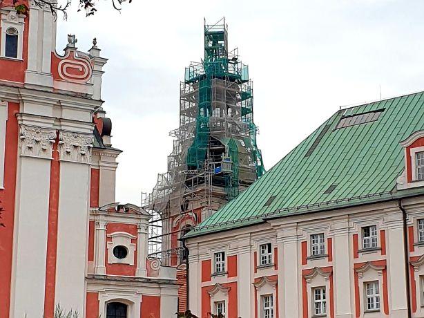 quadriga.pl-fara-kosciol-w-poznaniu-rusztowania-wieza