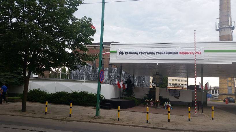 quadriga-pl-poznanski-czerwiec-rusztowanie-mural-poznan