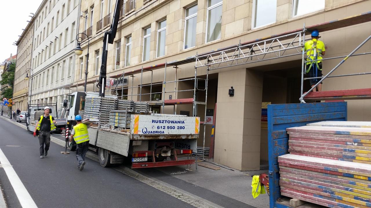 Quadriga realizacje: Quadriga realizacje: Rusztowanie pod prace renowacyjne, Wielkoposka Spółdzielnia ROLNIK, Plac Wolności, Poznań