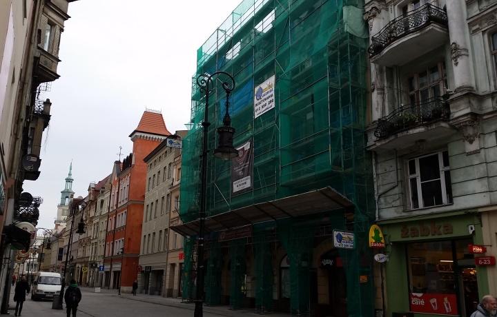 Firma Quadriga montuje rusztowania na obiekcie Zabytkowa Kamienica, ul. Wrocławska, Poznań