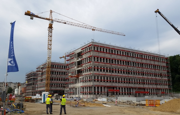 Firma Quadriga montuje rusztowania na obiekcie Zespół Jednostek Skarbowych Poznań